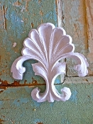 Chic Carved Crest