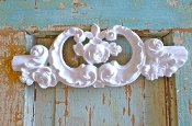 Shabby Carved Crest with Roses